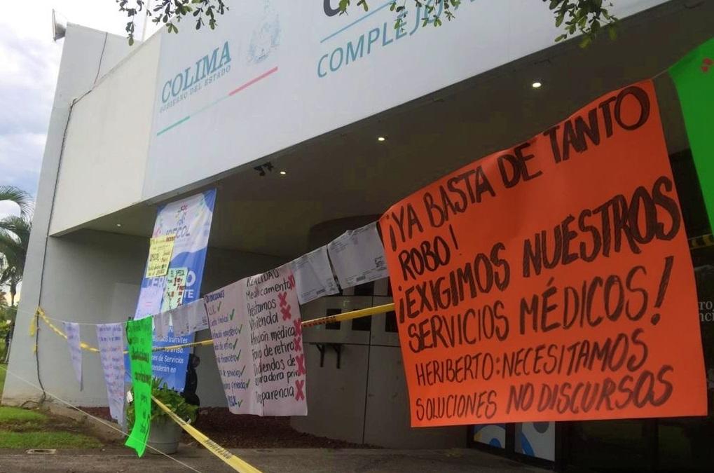 Docentes exigen atención médica y préstamos personales (Colima)