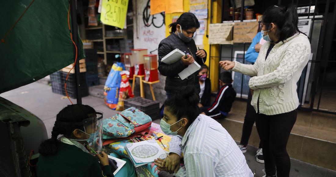 """""""La Abuela"""", tortillería de CdMx que se volvió escuela para decenas de niños por COVID"""