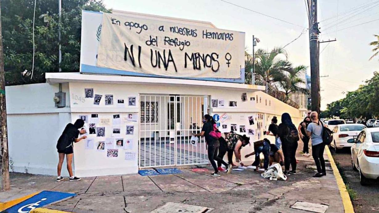 Feministas realizan toma simbólica de oficinas de CNDH en Veracruz