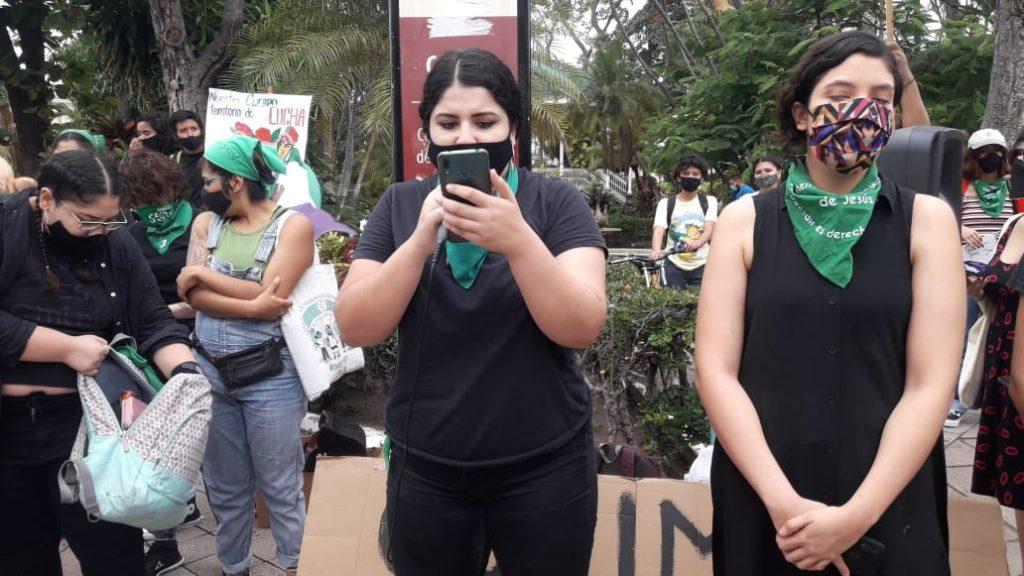 Se manifiestan colectivos feministas colimenses en pro del aborto (Colima)