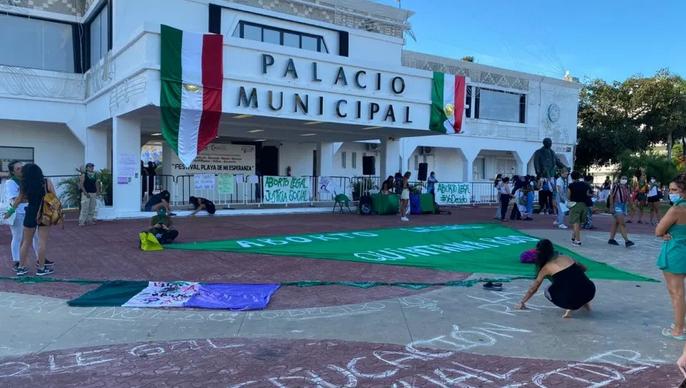 """""""Aborto legal, justicia social"""": Feministas de Playa se suman a manifestaciones a favor de la interrupción legal del embarazo para QR"""