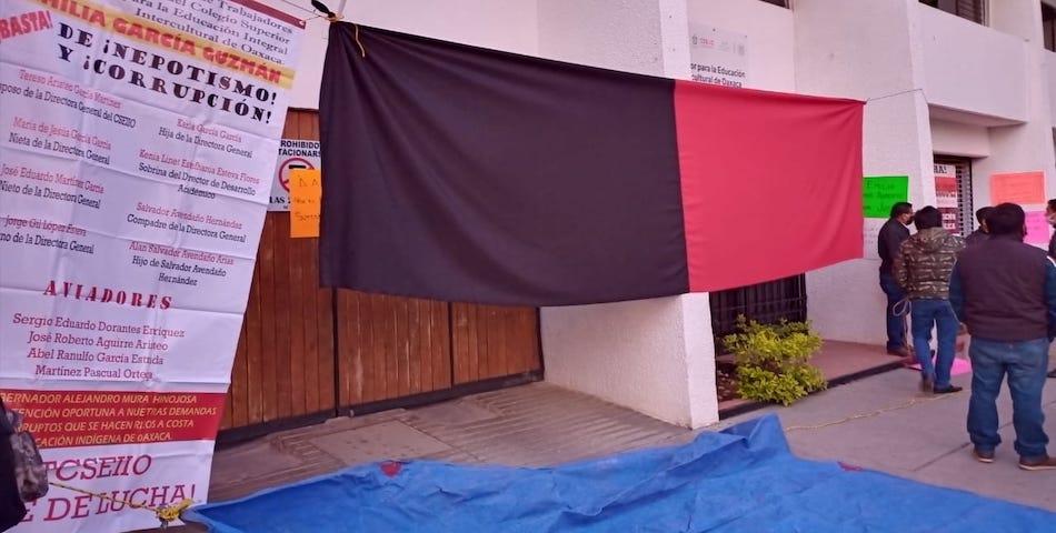 Estalla la huelga en 48 Bachilleratos Interculturales; acusan a la priista Emilia García de desviar 33.5 mdp (Oaxaca)