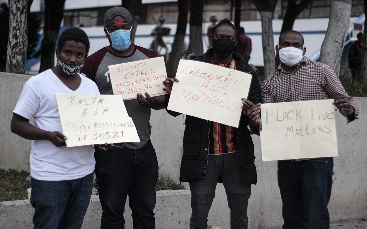Dos haitianos que enviaban dinero a sus familias fueron detenidos por la policía; acusan racismo (Ciudad de México)