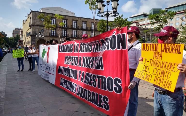 Ex trabajadores del Seguro Popular exigen trabajar (Jalisco)