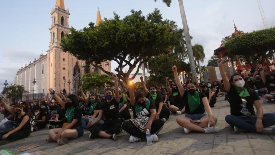 Realizan feministas nueva manifestación en Mazatlán (Sinaloa)