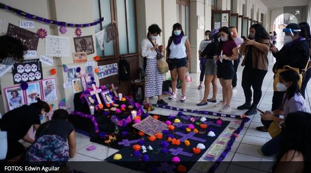 Colocan altar para las víctimas de feminicidio en Yucatán
