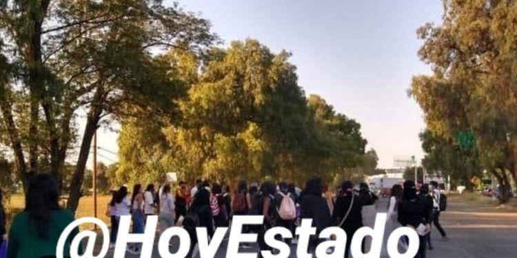Con gas y a golpes, policía de Cuautitlán dispersa manifestación para exigir justicia por feminicidio de Ámbar (Estado de México)