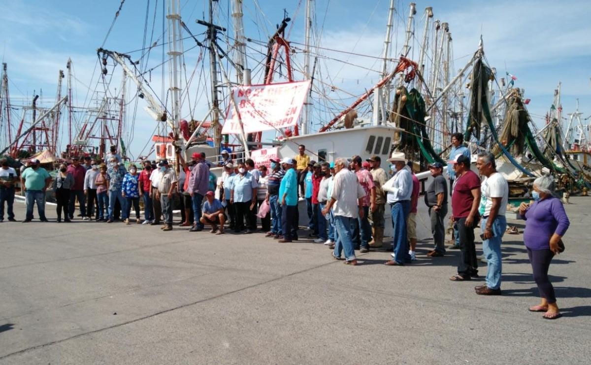 Pescadores de altamar se manifiestan ante posible cierre del muelle en Topolobampo, Sinaloa