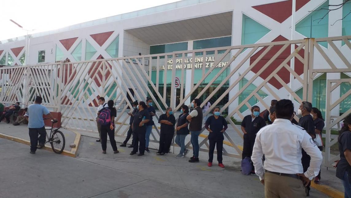 Trabajadores de Hospital General de Juchitán paran labores tras incumplimiento de acuerdos (Oaxaca)