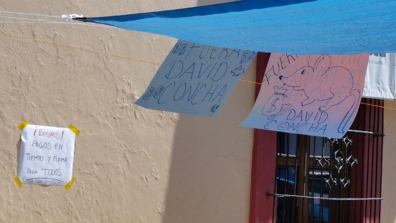 Con toma de oficinas, trabajadores de salud en Oaxaca exigen la renuncia de David Concha Suárez