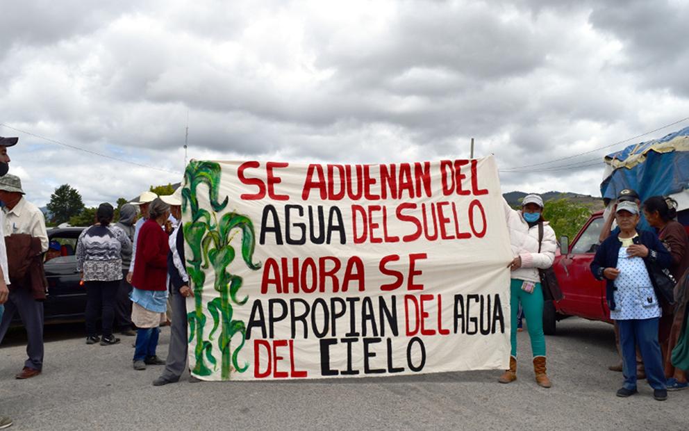 """""""Se adueñan del agua del suelo, ahora se apropian del agua del cielo"""" (Puebla)"""