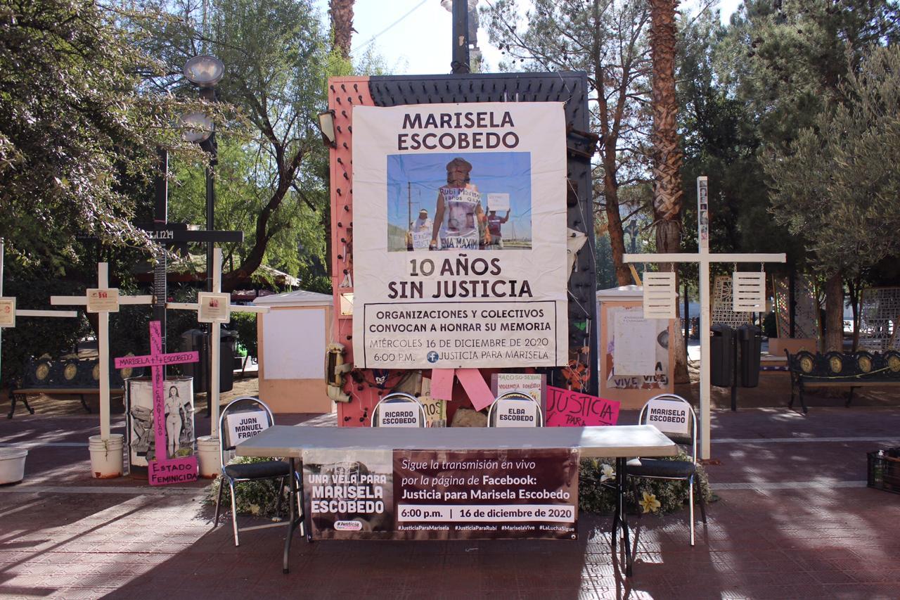 A 10 años del asesinato de Marisela, las sillas vacías frente a Palacio resaltan su ausencia (Chihuahua)