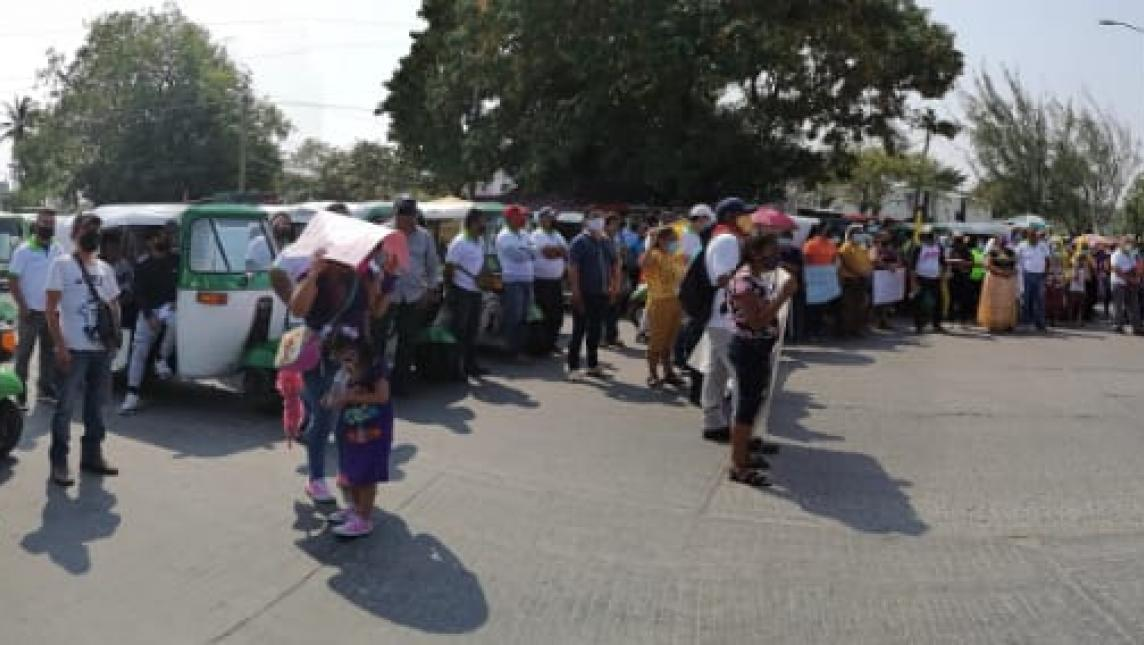 Mujeres marchan contra violencia de género en Juchitán (Oaxaca)