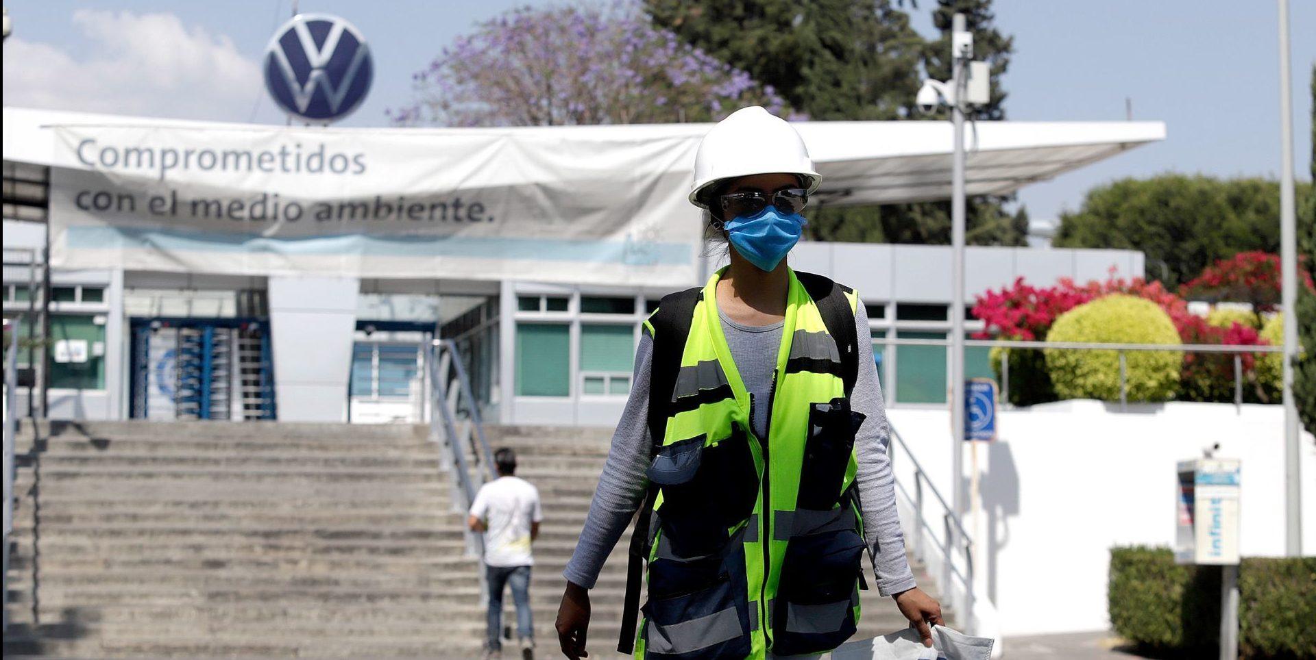 Aumentan contagios y muertes de trabajadores por COVID en armadoras de Guanajuato y Puebla