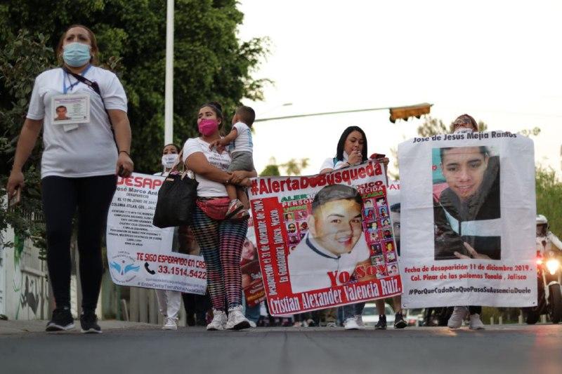 """""""Marcha por los nuestros"""": Caravana Internacional de Búsqueda de Desaparecidos y familiares demandan a gobiernos estatales acciones coordinadas de búsqueda e investigación (Jalisco)"""