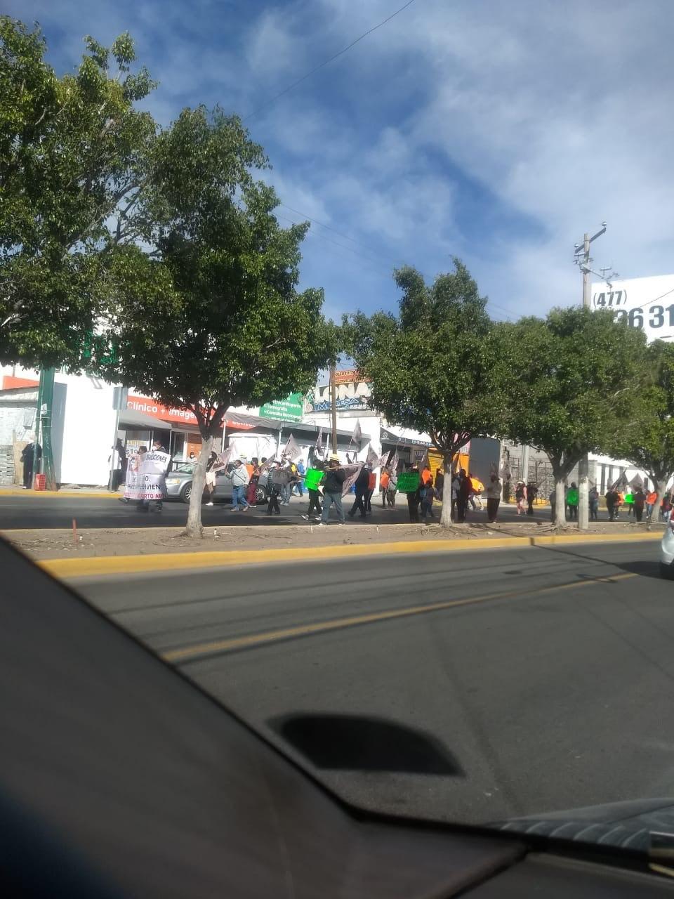Manifestación en contra de eje vial de Pie de la Cuesta en la capital de Querétaro