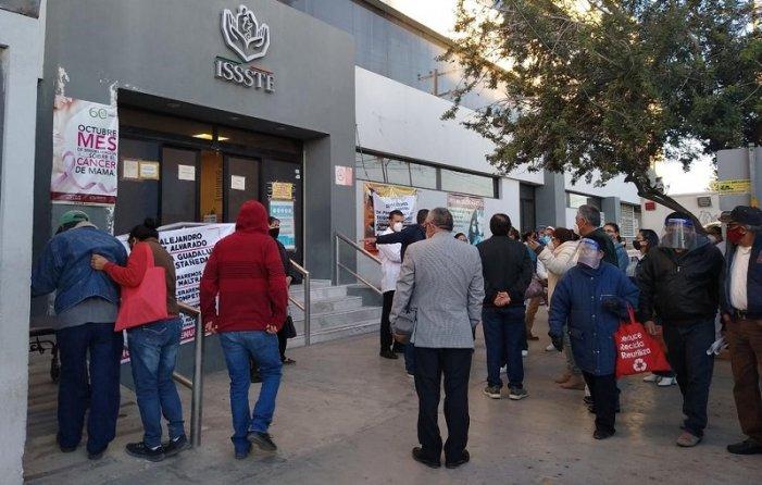 Torreón: Trabajadores del ISSSTE desmienten que su protesta afecte trámites de pacientes (Coahuila)
