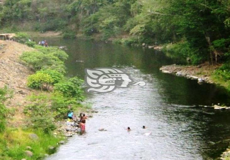 Preocupa a ambientalistas contaminación del río Huazuntlán, Veracruz