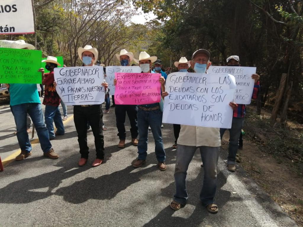 Bloquean ejidatarios acceso a Vallarta por la vía Mascota, exigen al gobierno pago de sus tierras (Jalisco)