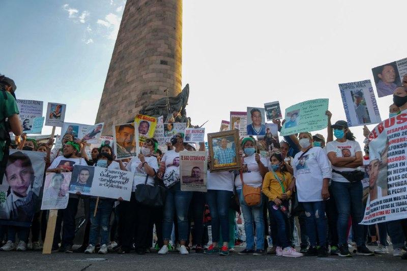 «Nos faltará Glorieta»: acción memorial y colocación de losetas de búsqueda (Jalisco)
