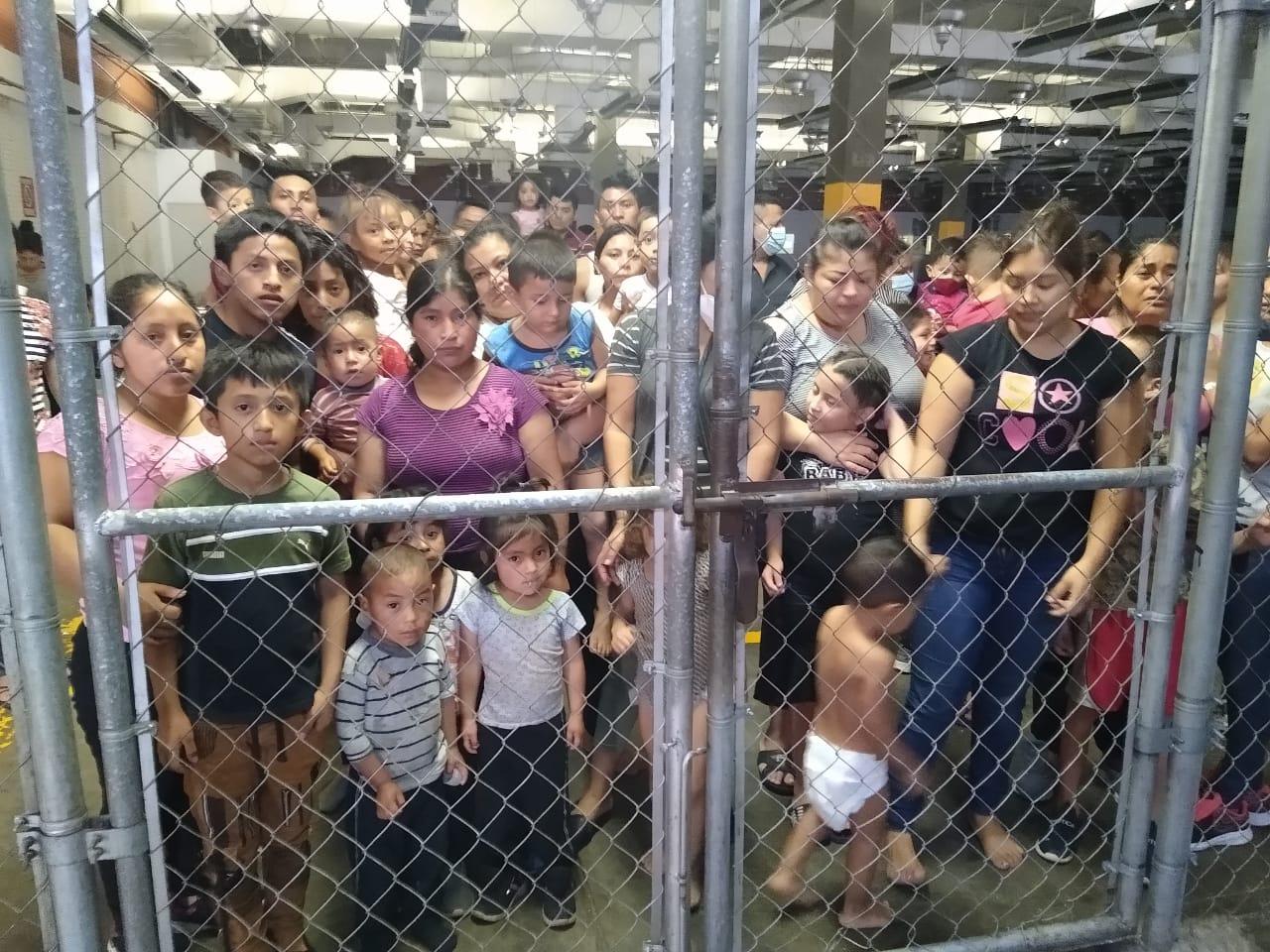 Condenan hacinamiento en centros de detención de migrantes en la frontera sur