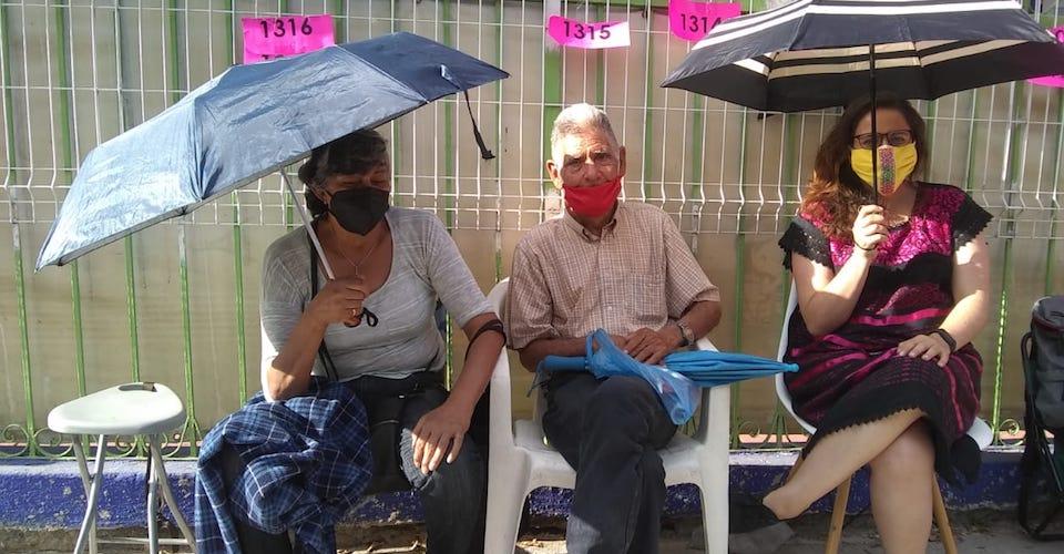 En Jalisco esperan formados hasta 60 horas para recibir la vacuna contra la COVID