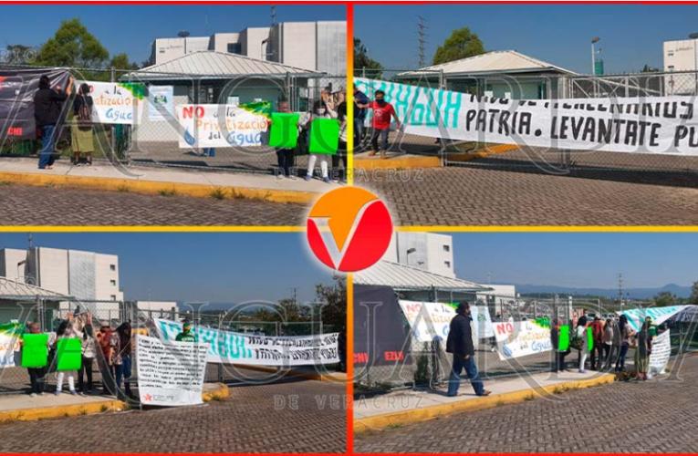 (Video) ¡No a la privatización del agua! Exigen activistas en Conagua (Veracruz)