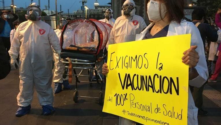 """Convocan en Colima a exigir la vacuna contra Covid-19 para """"todo el personal médico"""""""