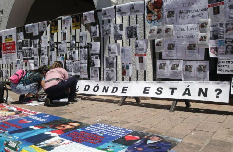 """""""¿Cuánto debo pagar para que encuentren a mi hijo?"""" familias de personas desaparecidas se manifiestan en Casa Jalisco"""