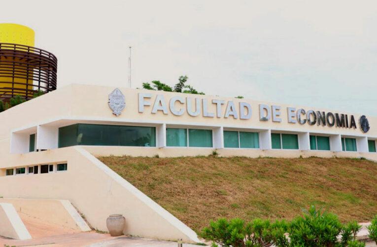 Exigen destitución de maestro de la UADY que obliga leer la Biblia a estudiantes (Yucatán)