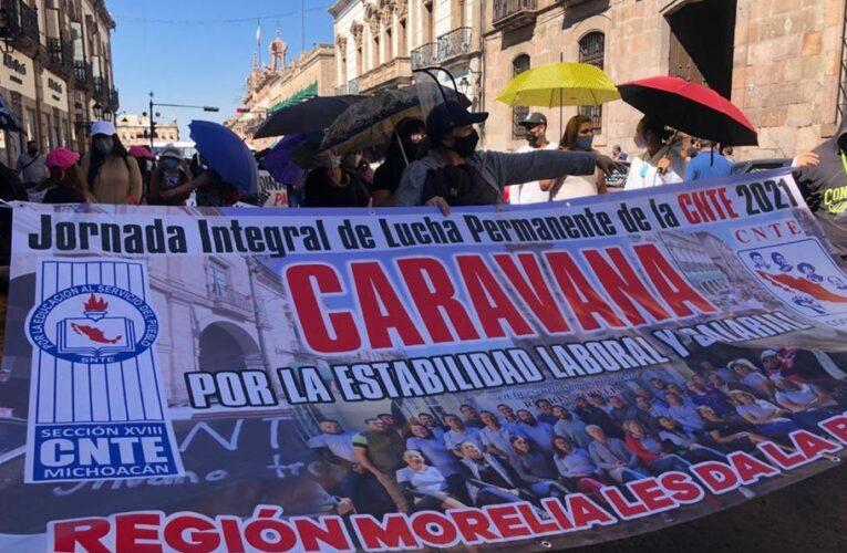 Maestros de Michoacán realizan caravana hacia CdMx