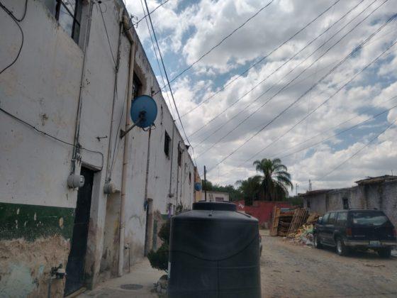 Vecinos de Tlaquepaque tienen meses que acarrean agua para sus hogares (Jalisco)