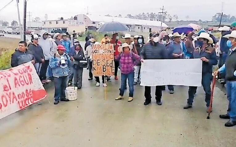 Protestan contra empresa por extracción de agua en Soyaniquilpan (Estado de México)