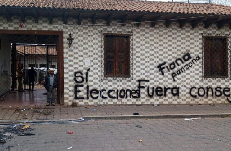 Destrozan casa del gobierno autónomo en Nahuatzen; responsabilizan a partidos políticos (Michoacán)