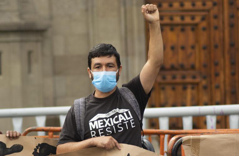 Protestan en Palacio Nacional por persecución al colectivo Mexicali Resiste (Baja California)