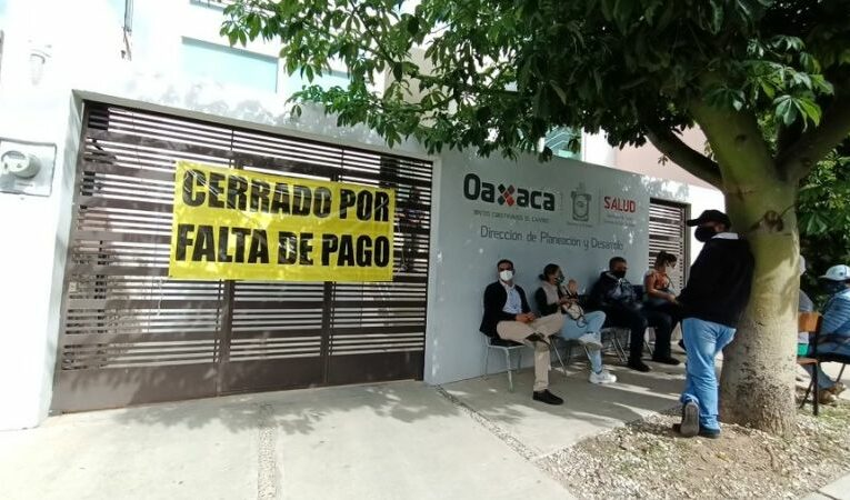 Servicios de Salud de Oaxaca adeudan renta, les cierran oficinas