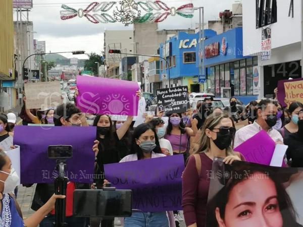 Feministas protestan por feminicidio de la maestra Eréndira (Nayarit)